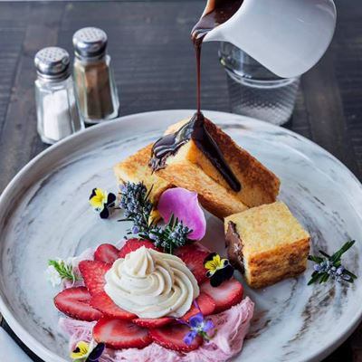 16 Amazing Restaurants to Experience Spring at its Best