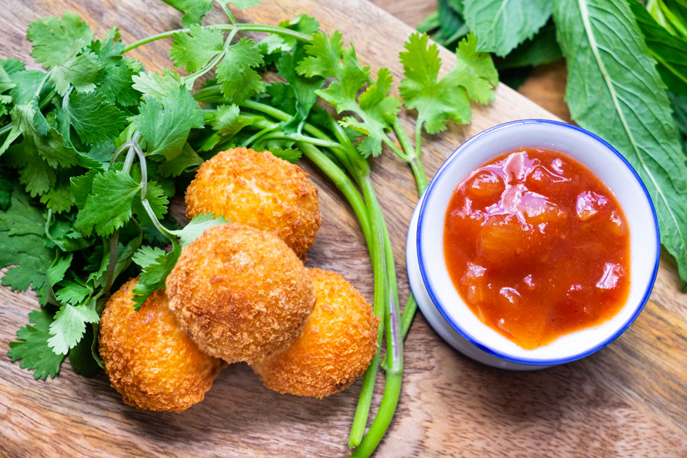Small Bites that Pack a Punch – Five Finger Food Recipes You Can Eat with One Hand!