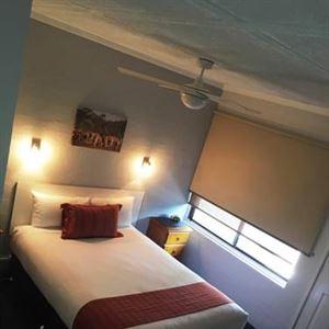 Nicholas Royal Motel