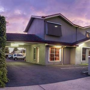 Redwood Manor Motel