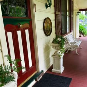 Chalet Blue Mountains Bed & Breakfast