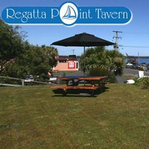 Regatta Point Tavern and Holiday Villas