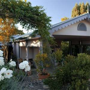 Engadine Accommodation B & B and Apartments
