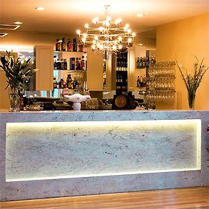Oscar's Hotel Bar and Restaurant