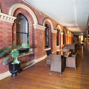 George Hotel & Cafe