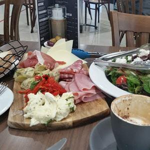 La Vita Cafe Ristorante