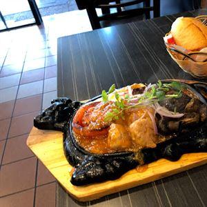 Eatmii Cafe and Bar