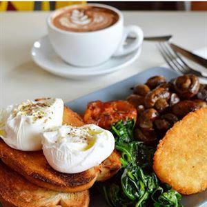 Platters Cafe & Bar