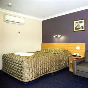 SunPalms Hotel Motel