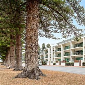 Breeze Beachfront Apartments
