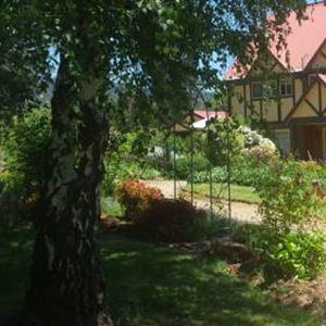 Oaktree Guest House