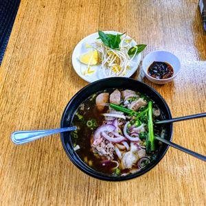 Vietnam Eat Alley
