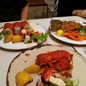 Fillos at The Hellenic Club