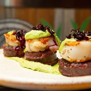 Vieras: Scallops, Morcilla, Pea Puree and Beetroot Jam - Chef Recipe by Salvo Pittelli