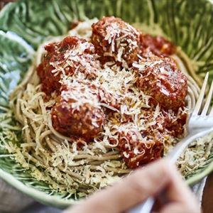 Spaghetti with Macadamia Nutballs