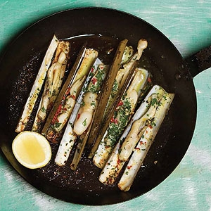 Navajas al Ajillo (Razor Clams Garlic Style)