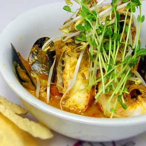 Hot Pipis' Seafood Curry