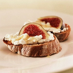 Macadamia Honey & Thyme Roasted Fig Bruschetta